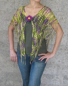 Tropical Shawl with fringe by Mimi Alelis. Chal a ganchillo. Muy bonito.